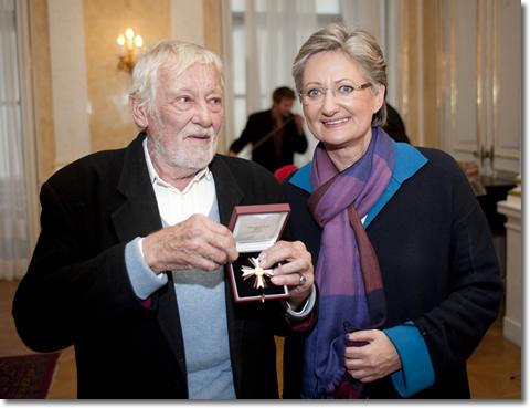 Dietmar Schönherr mit BM Claudia SChmied